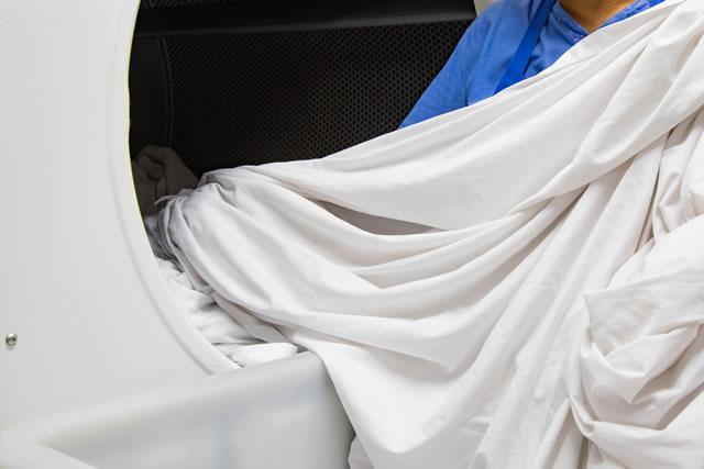 洗濯機の中の毛布