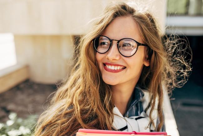 きれいなメガネと女性