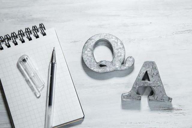QAとメモ帳とペン