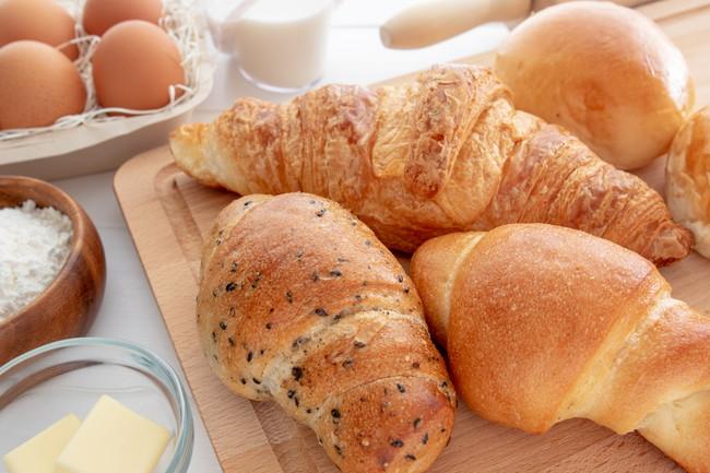 パン作りの材料とキッチン用品