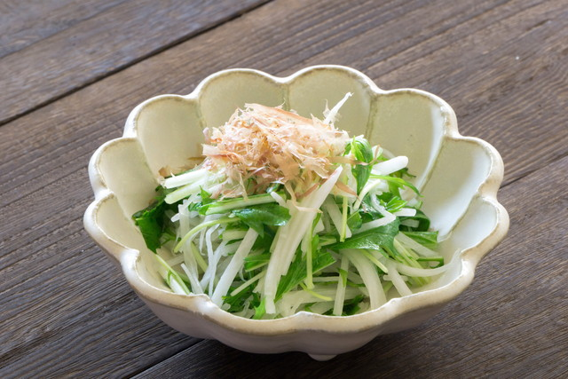 水菜と大根のサラダ、上にかつおぶし