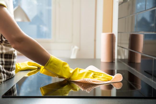 キッチンを掃除しているところ