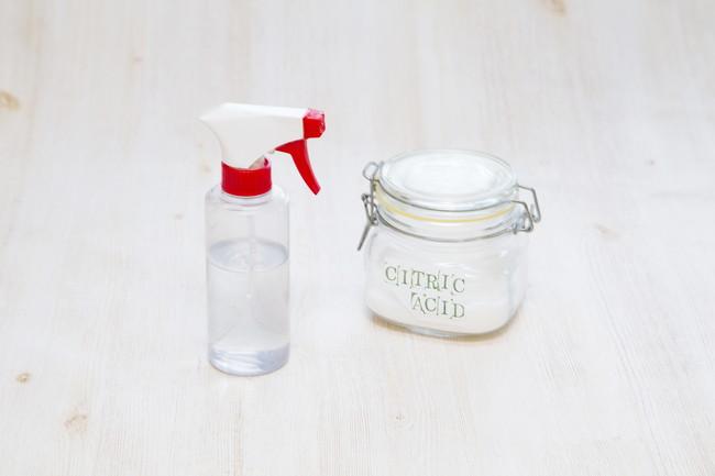 クエン酸とスプレーボトル