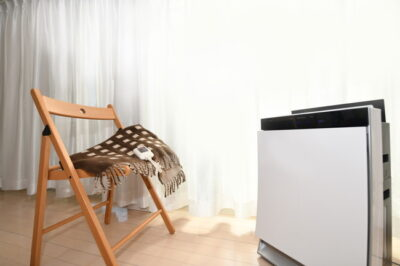 リビングの加湿器と椅子