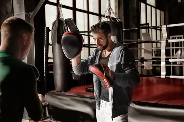 ボクシングジムのトレーナー