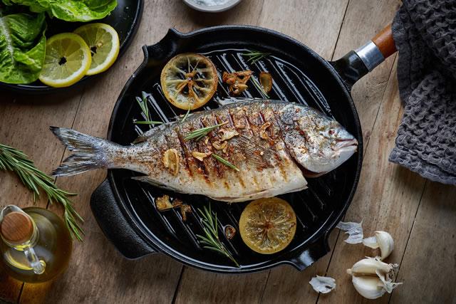 フライパンと魚