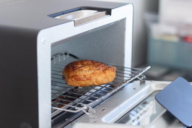 オーブントースターでパンを焼く