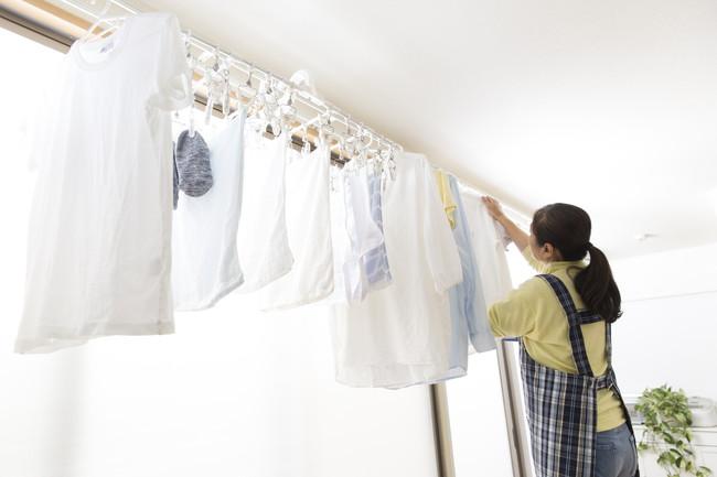 洗濯物を室内干ししているところ
