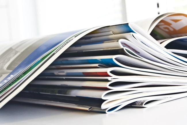 積み重ねられた雑誌