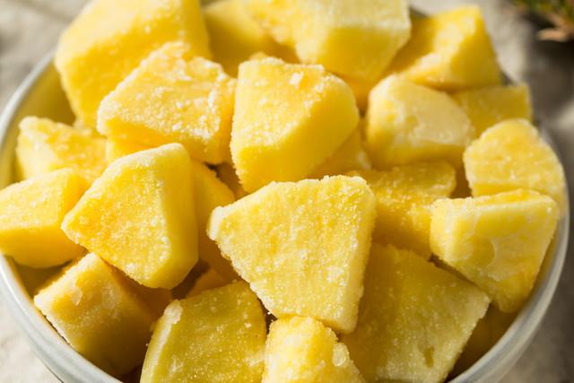 カットして冷凍保存されたパイナップル