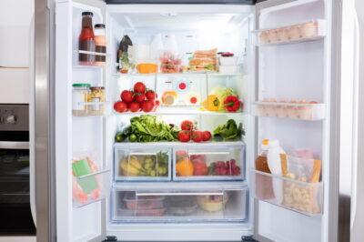 食材の入っている冷蔵庫