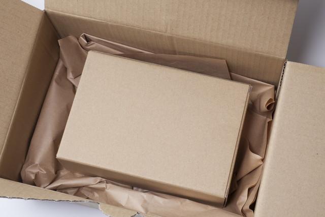 開いた箱の中に箱