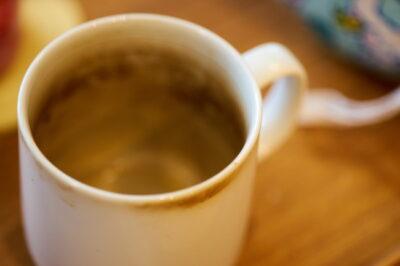茶渋がついたカップ