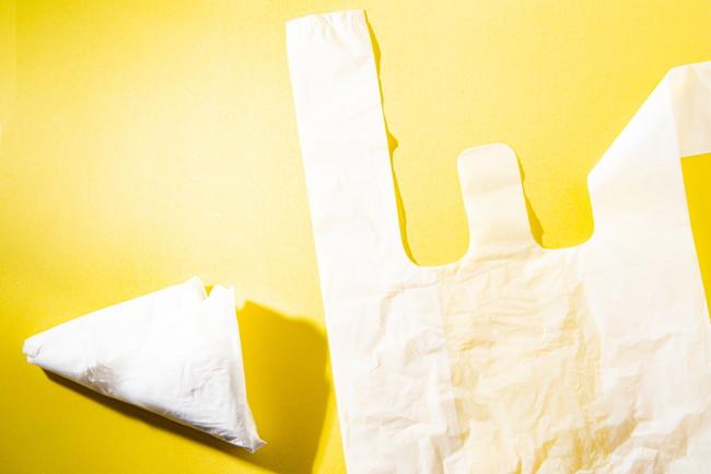 三角に畳まれたレジ袋