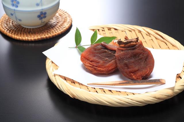 干し柿とお茶