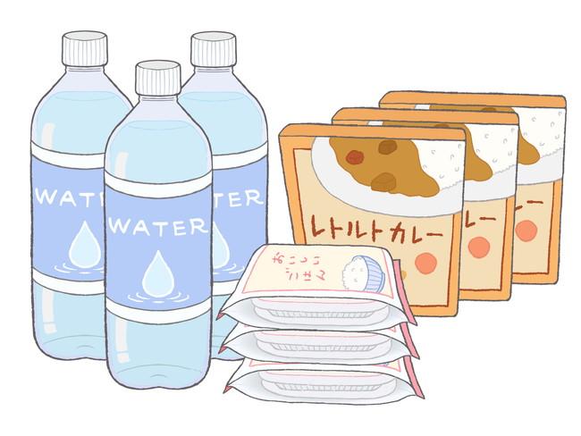 水、レトルトカレー、パック入りご飯など保存食の買い置き