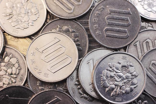 複数の100円玉通貨