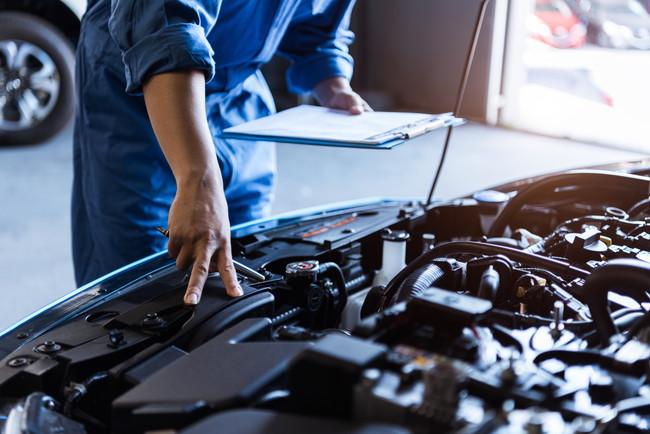 整備士による車の検査