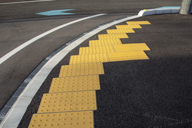 道路の視覚障害者誘導用ブロック