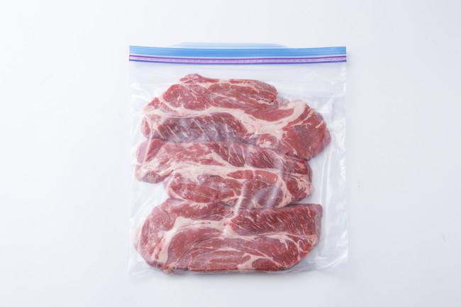 保存袋に入れた牛肉