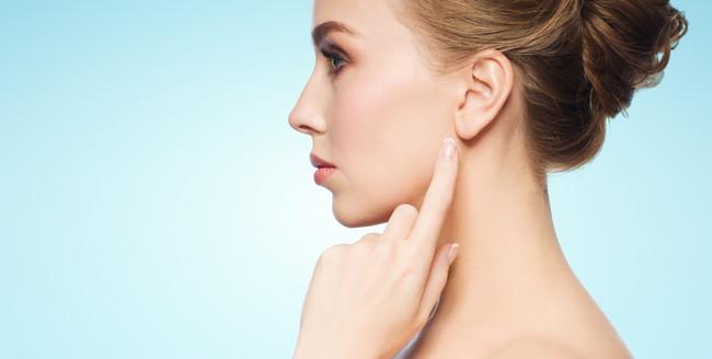 海外の女性の耳