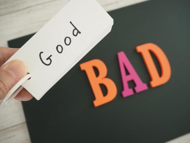 goodと書かれた紙とbad書かれた文字