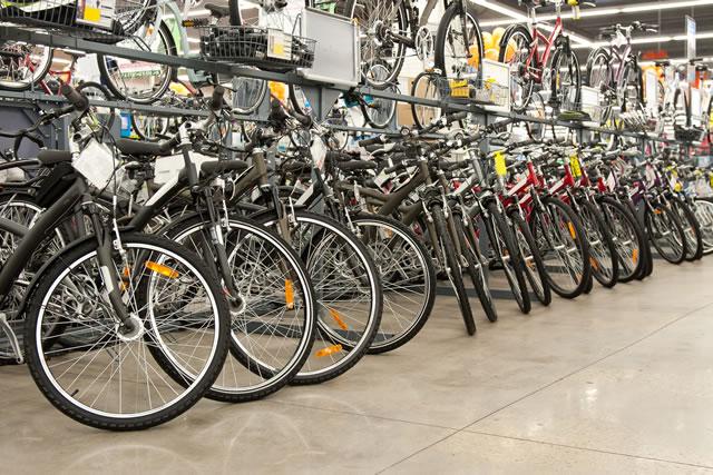 ホームセンターの自転車置き場