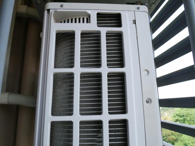 ふたを開けた空気清浄機