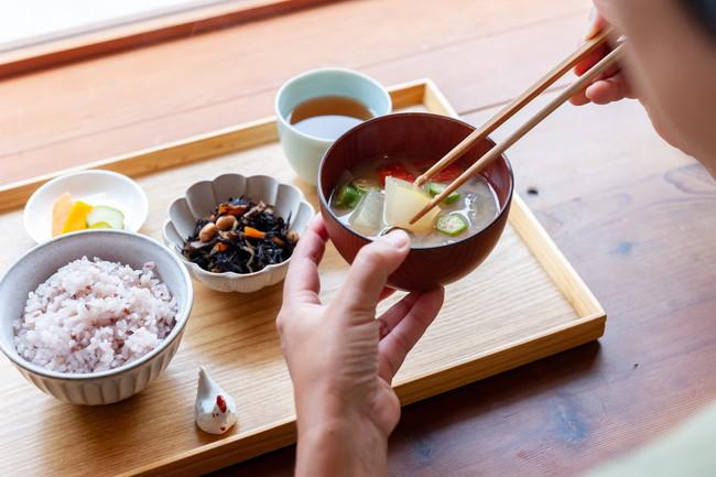 味噌汁付きの朝ごはん定植