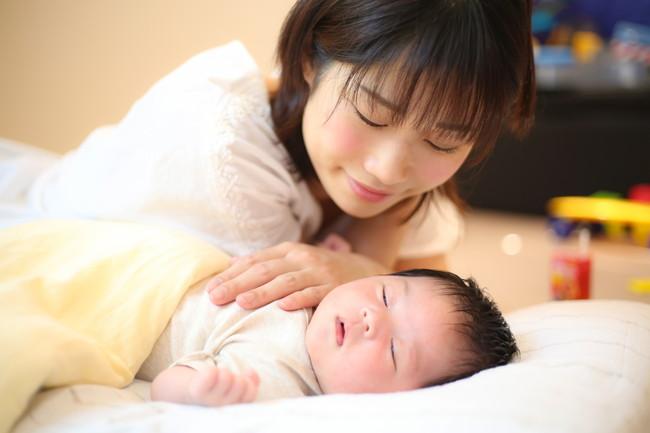 新生児と母親