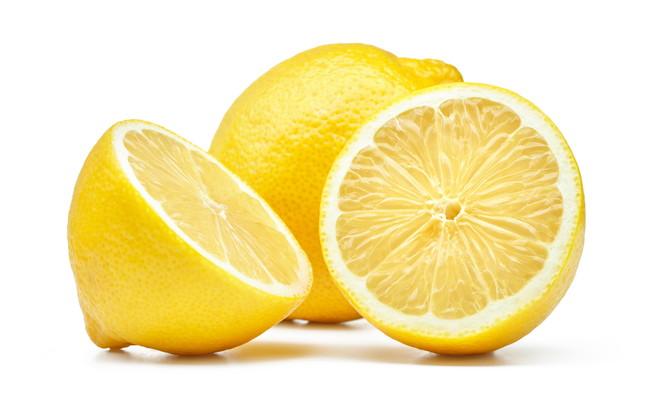 半分に切ったレモン