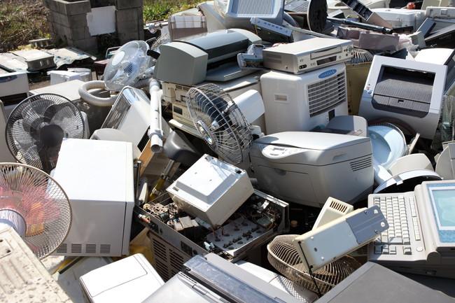 山積みされたリサイクルゴミ