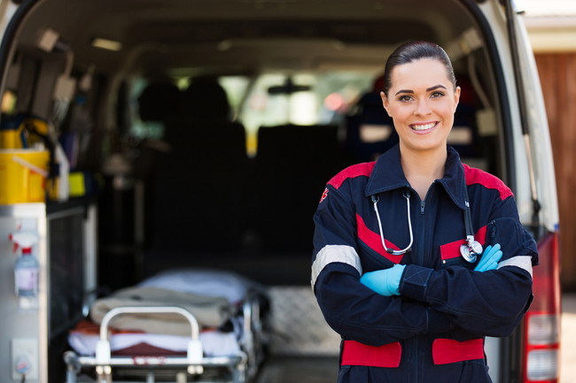 救急車と救急隊員