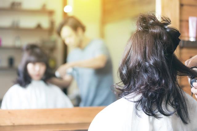 美容師さんと客
