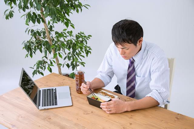 冷凍食品に飽きた男性イメージ