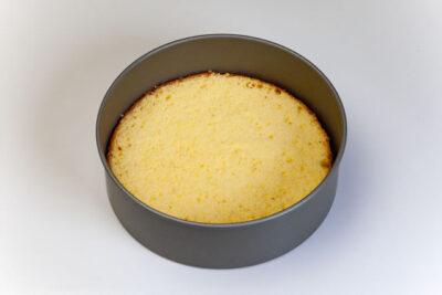 ケーキが生焼けイメージ