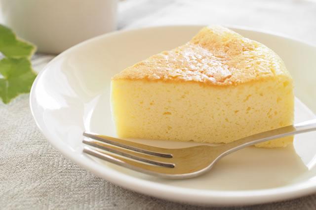 チーズケーキとフォーク