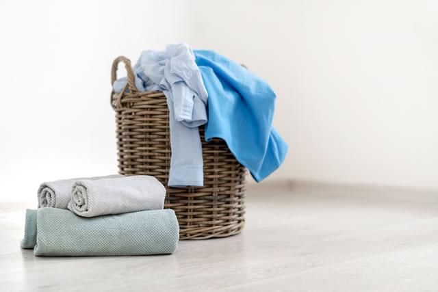 洗濯物とカゴ