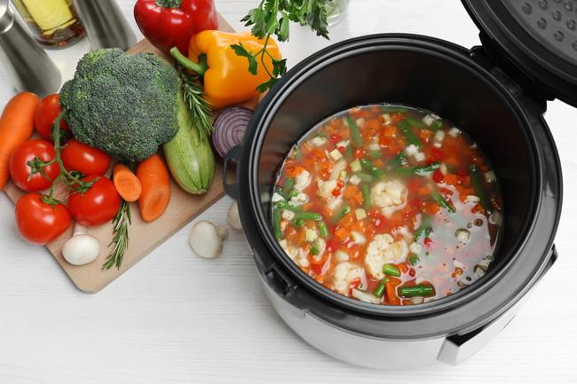 圧力鍋で調理される野菜