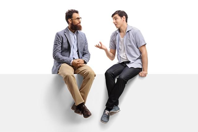 会話する男性