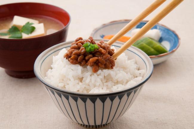 納豆ご飯の朝食