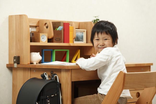 勉強机の男の子