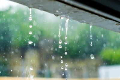 滴り落ちる雨
