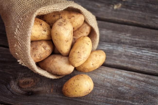 袋の中のジャガイモ