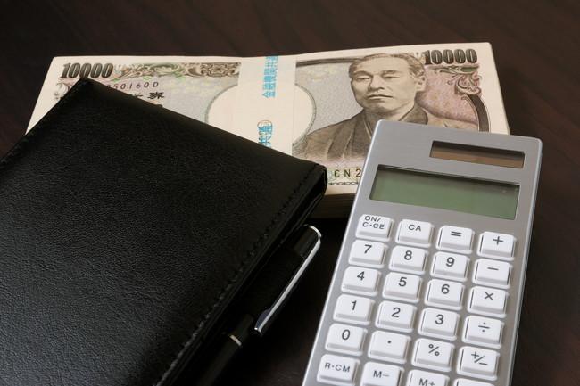 現金と財布と電卓