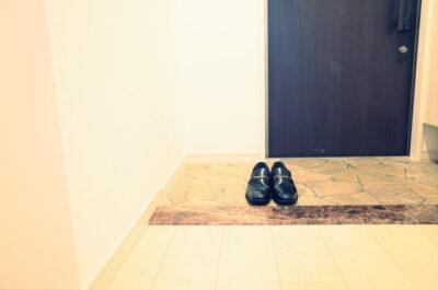 一足靴がある玄関