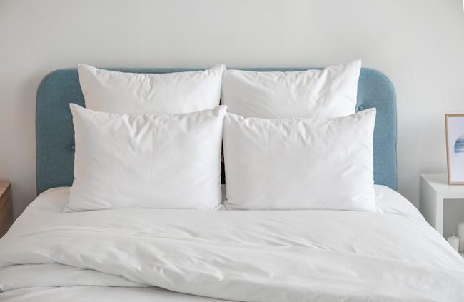 ベッドと白い寝具
