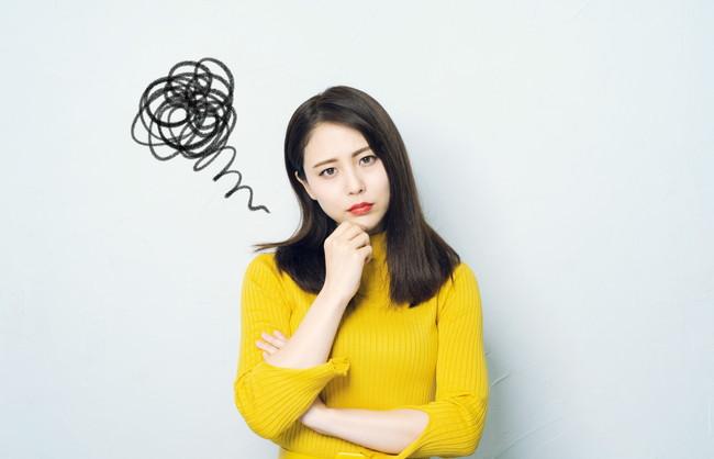 不満顔の女性