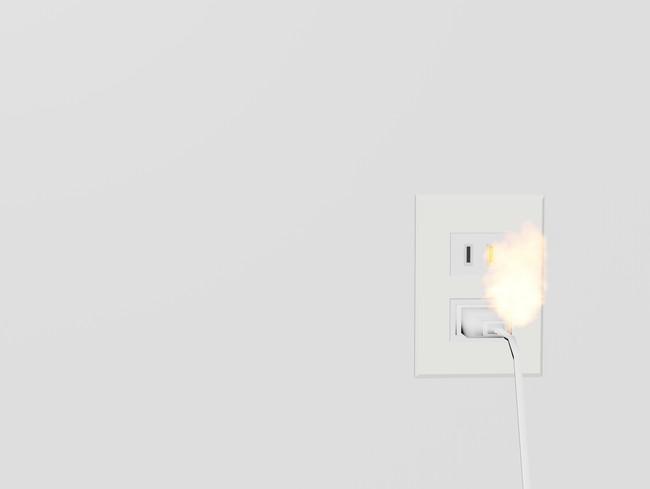 火がつくコンセントのイメージ