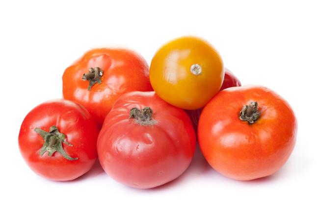 カビが生え始めたトマト